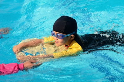 Teaching Your Child how to learn to swim and ways to get them used ...
